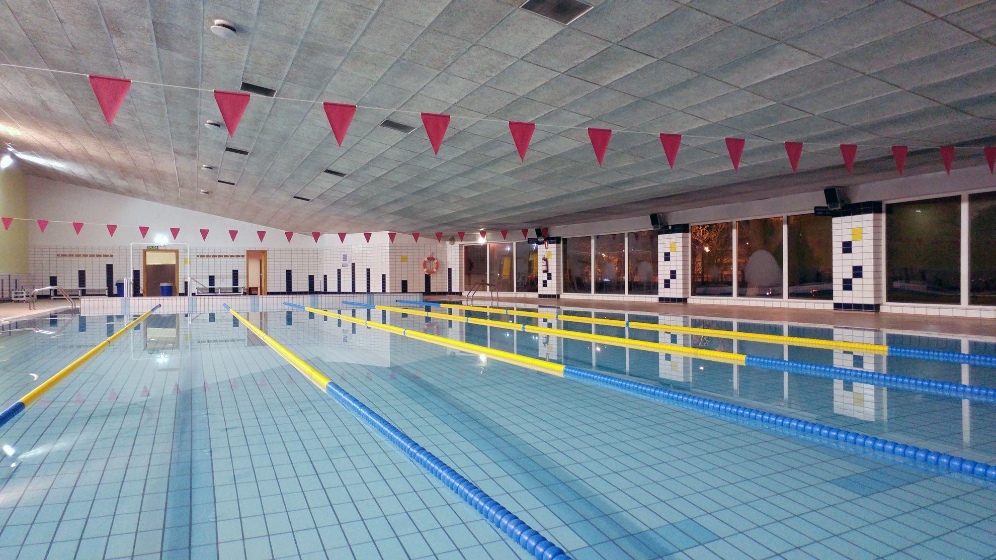 Las piscinas cubiertas de zaragoza abren hoy sus instalaciones noticias - Piscina municipal jaca ...